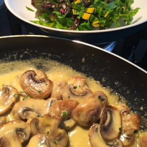 Creamy mushrooms with raw greens
